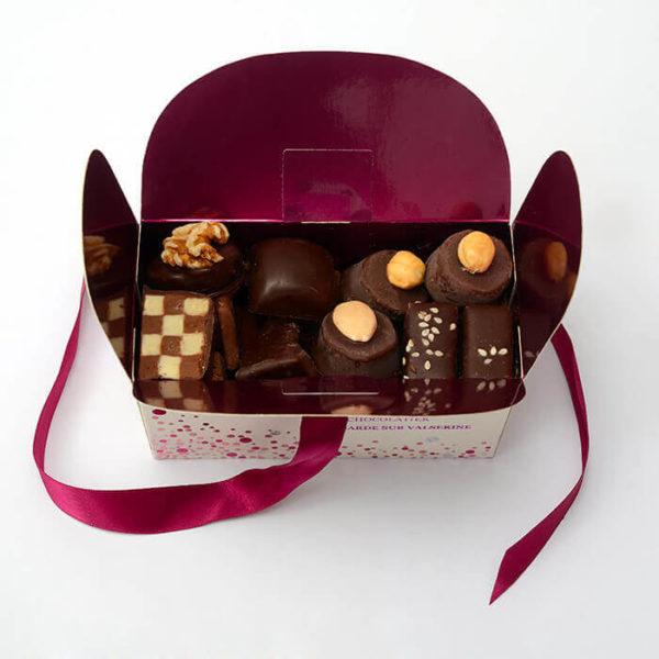 Ballotin_de_pralinés_au_chocolat_Noir_Jardin_des_delices